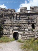 24. Brama wjazdowa do zamku wewnętrznego od frontu (na planie zamku nr 11)