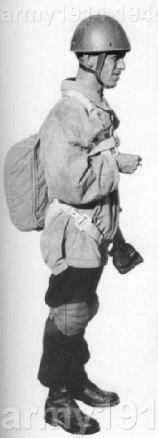 Z czasem spadochroniarze otrzymali specjalne hełmy, ochraniacze, rękawice i kombinezony. (www.prestia.it)