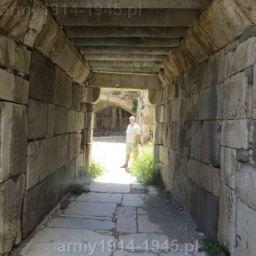 26. Tunel pod wieżą bramy wjazdowej.