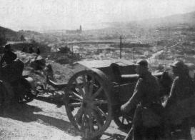 Włoskie wojska ochotnicze podczas ofensywy na równinie Hoja de Malaga w lutym 1937 r. Haubice holuje ciągnik gąsienicowy Fiat 708 CM.