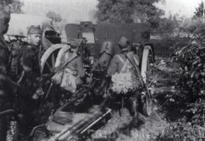 W służbie włoskiej działo to otrzymało oznaczenie 100/17 mod.914. Na zdjęciu jedno z przedwojennych ćwiczeń.
