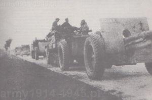 Artyleria 10 BKP-M podczas marszu do Halicza po zwycięzkiej walce z Niemcami pod Zboiskami koło Lwowa. Zdjęcie z 17 września 1939 r., czyli z dnia kiedy już wiedziano o agresji sowieckiej na Polskę.