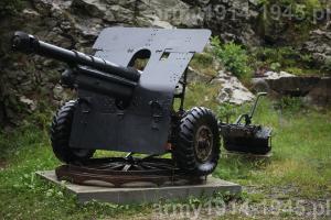 Haubica 105/22 mod.14/61 w położeniu bojowym.