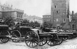 Źródło: archiwum NAC. Kraków, maj 1934 r. Parada baterii haubic z 6. Pułku Artylerii Lekkiej.