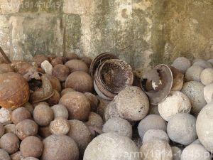 Ilość odnalezionych włoskich hełmów jest znaczna. (Isola Coo)
