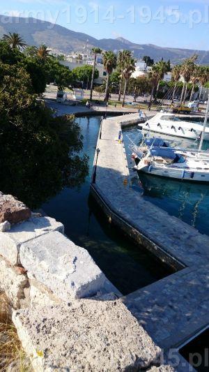 31. Widok z muru obronnego w kierunku południowym na miasto Kos i fragment portu.