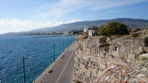 48. Widok z tej wieży wzdłuż murów zamkowych od strony morza.