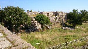 53. Widok z muru zamku na mur północno-zachodni zamku wewnętrznego.