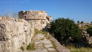 54. Widok na wieżę oznaczoną na planie zamku nr 9.