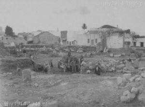 To samo miejsce po wyburzeniu ruin domów i rozpoczęciu odkrywania starożytnej warstwy miasta.