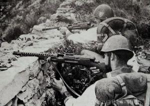 Włoscy komandosi marynarki wojenne podczas ćwiczeń w 1944 r.