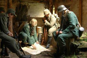 Przygotowania plutonu piechoty WH do natarcia na pozycje Armii Czerwonej.