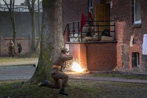 Atak na posterunek UB 1945r. Inscenizacja w Koszalinie – fot. Gazeta_Odkrywcza