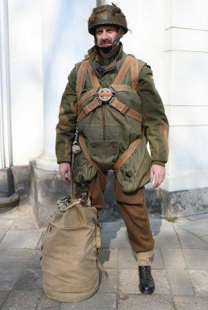 8. Żołnierz 1 Samodzielnej Brygady Spadochronowej, wrzesień 1944 r.