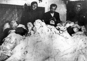 Latacz, powiat Zaleszczyki, woj. tarnopolskie. Rodzina Karpiaków, na której UPA dokonała mordu 14 grudnia 1943 r. (KARTA )