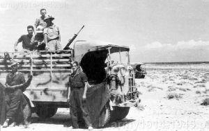 SPA CL 39 z Reggimento GG.FF w Afryce Północnej rejon Bir el Gobi. Na skrzyni ustawiony ckm Fiat-Revelli modello 14/35.