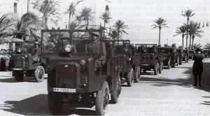 Rok 1938. Autocarrette OM 36Mt podczas parady w Libii.