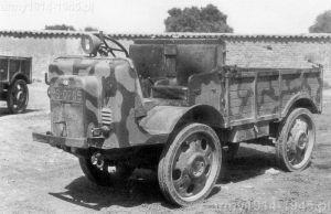 Autocarretta OM 35 w malowaniu używanym w Hiszpanii.