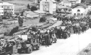 """Autocarrette OM 36P Dywizji Zmotoryzowanej """"Trieste"""" podczas pokonywania Alp w czerwcu 1940 r."""