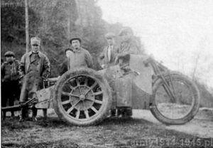 Trójkołowiec Moto Guzzi po przerobieniu na ciągnik dołączył do konkursu na pojazd transportowy w 1930 r.