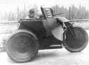Opancerzony trójkołowy prototyp Moto Guzzi, uzbrojony w karabin maszynowy.