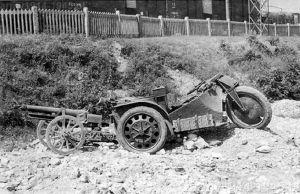 Na bazie tego pojazdu Moto Guzzi opracował ciągnik artyleryjski (tu z działem 65/17) na którym na tylne koła z użyciem specjalnych rolek nakładano gąsienice co powiększało powierzchnię styku z podłożem i ułatwiało zimową jazdę w górach.