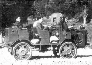 Prototyp z nadwoziem do przewożenia 6 osób podczas prezentacji księciu Aosta na przełęczy Stelvio.