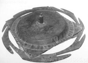 Dysk wybuchowy Cantono Lanciaruote wyposażony na obwodzie w przecinaki do drutu kolczastego.