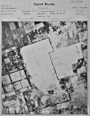 Niemieckie zdjęcie lotnicze Castel Benito i informacje nawigacyjne dla lotników Luftwaffe z 1943 r.