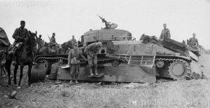 Czy niemiecka kawaleria szarżowała na sowieckie czołgi? Nie, tak samo jak polska kawaleria, niemiecka także nie atakowała czołgów szablami i lancami. To tylko zdjęcie pamiątkowe na początku wojny z Rosją.