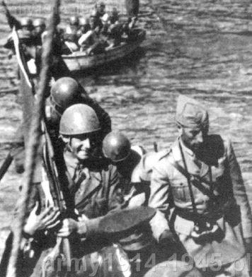 Desant morski włoskich spadochroniarzy na Zakintos (włoskie Zante) był mocno prowizoryczny. Między nimi major Zanninovich.