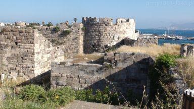 57. W głębi baszta narożna zamku wewnętrznego na planie twierdzy oznaczona nr 7.