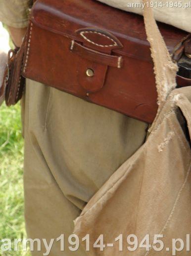 Ładownica noszona z tyłu była odmienna od noszonych z przodu.