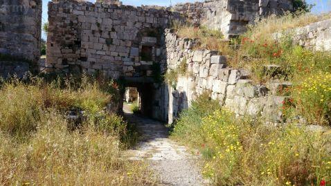 25. Brama wjazdowa do zamku wewnętrznego widziana od środka zamku.